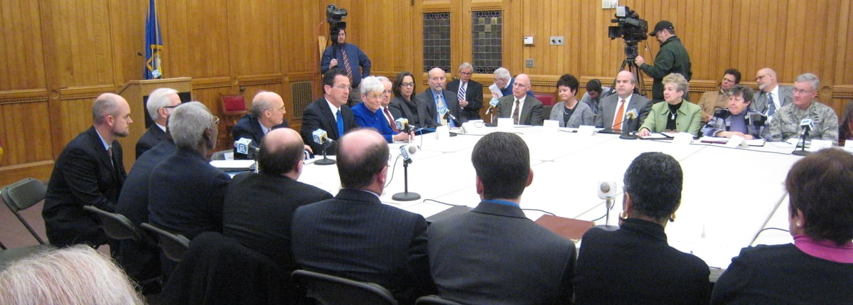 Governor Malloy holding a cabinet meeting
