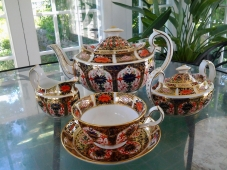 Tea set at Osborne Homestead Museum