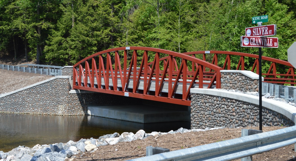 Bridge 04517, carrying Silver St over East Branch Salmon Brook, in Granby