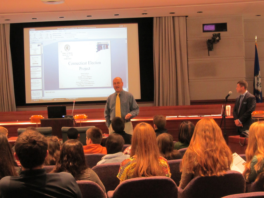 Photograph: Ken Keller discusses the Electoral College during the Election Math breakout session